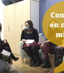 charla entre compañeros de trabajo en komalingua